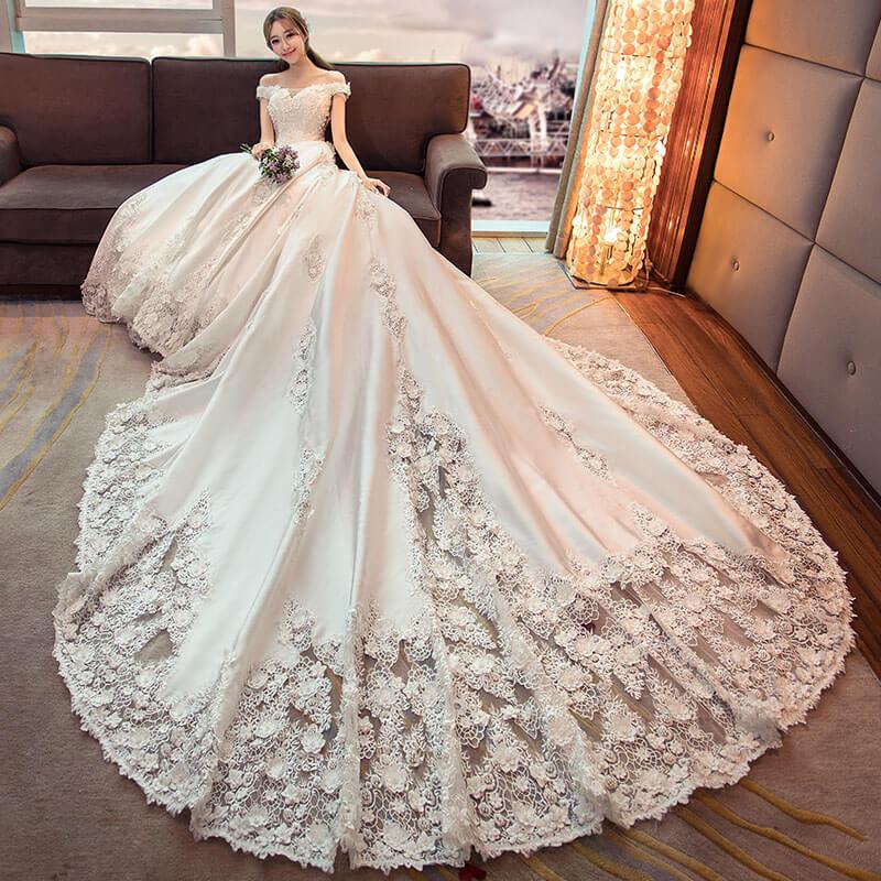 Robe de mariage luxe décorée avec fleurs